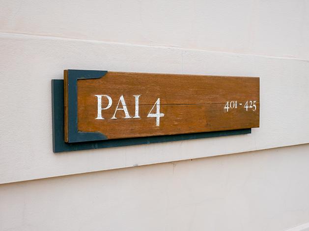 タワー4(Pai 4)のサイン