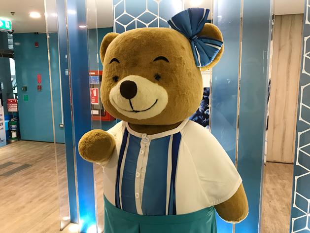 バンコクエアウェイズ・ブティックラウンジ入口の熊