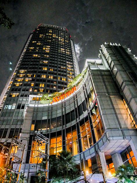 バンコク・マリオット・ホテル・スクンビットの夜の外観