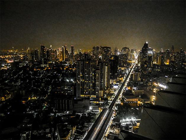 ルーフトップバー「オクターブ(Octave)」から見た夜景
