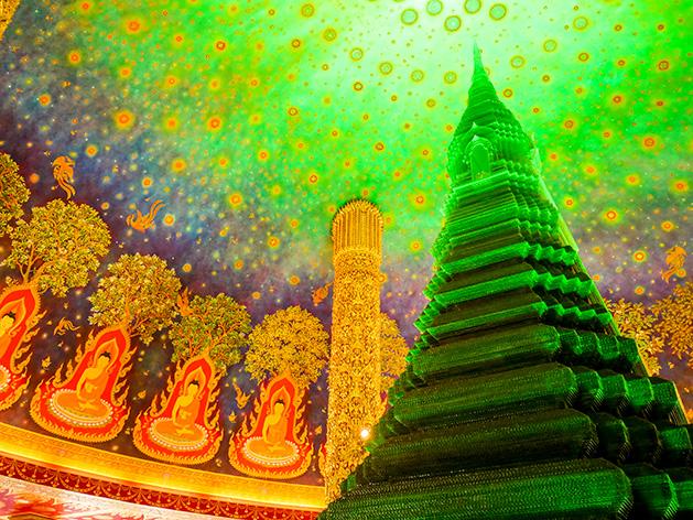 ワット・パクナムのエメラルド色に輝く仏塔